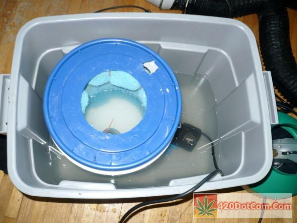 bucket lid with hole for fan cut out